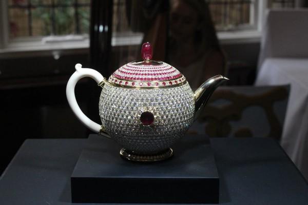 Самый дорогой чайник вмире оценили в3 млн. долларов