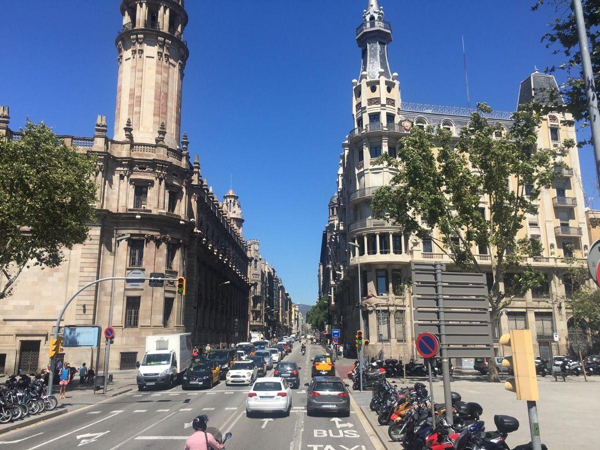 Центральная улица Барселоны