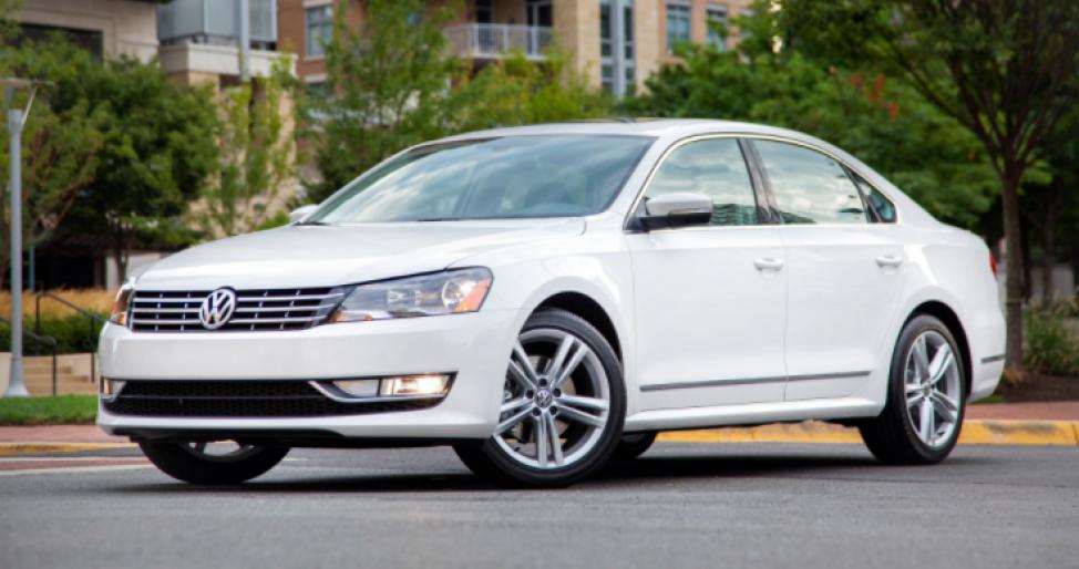 Volkswagen Passat стоит около 15 тысяч долларов
