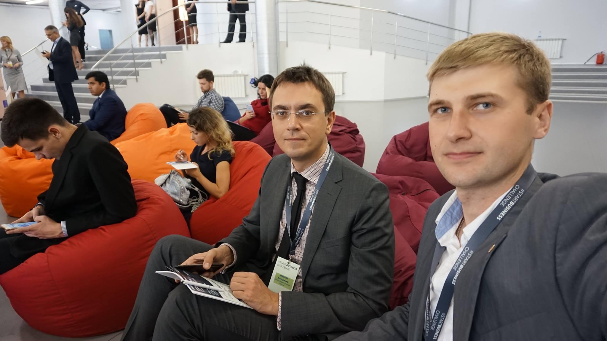 Владимир Омелян в августе получил 112 300 грн