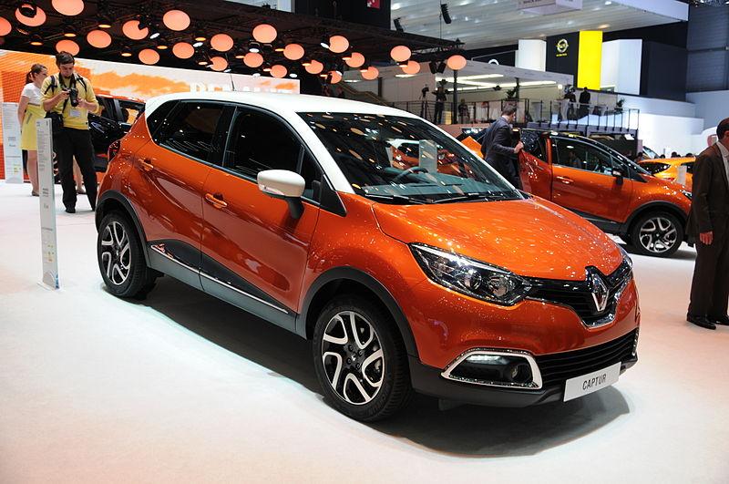 Немного доплатив, можно взять мини-кроссовер Renault Captur