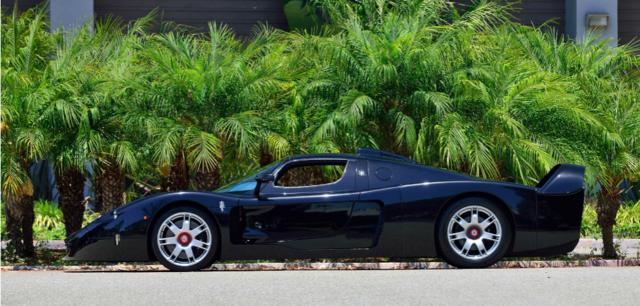 Черный Maserati MC12 называют настоящим экслюзивом