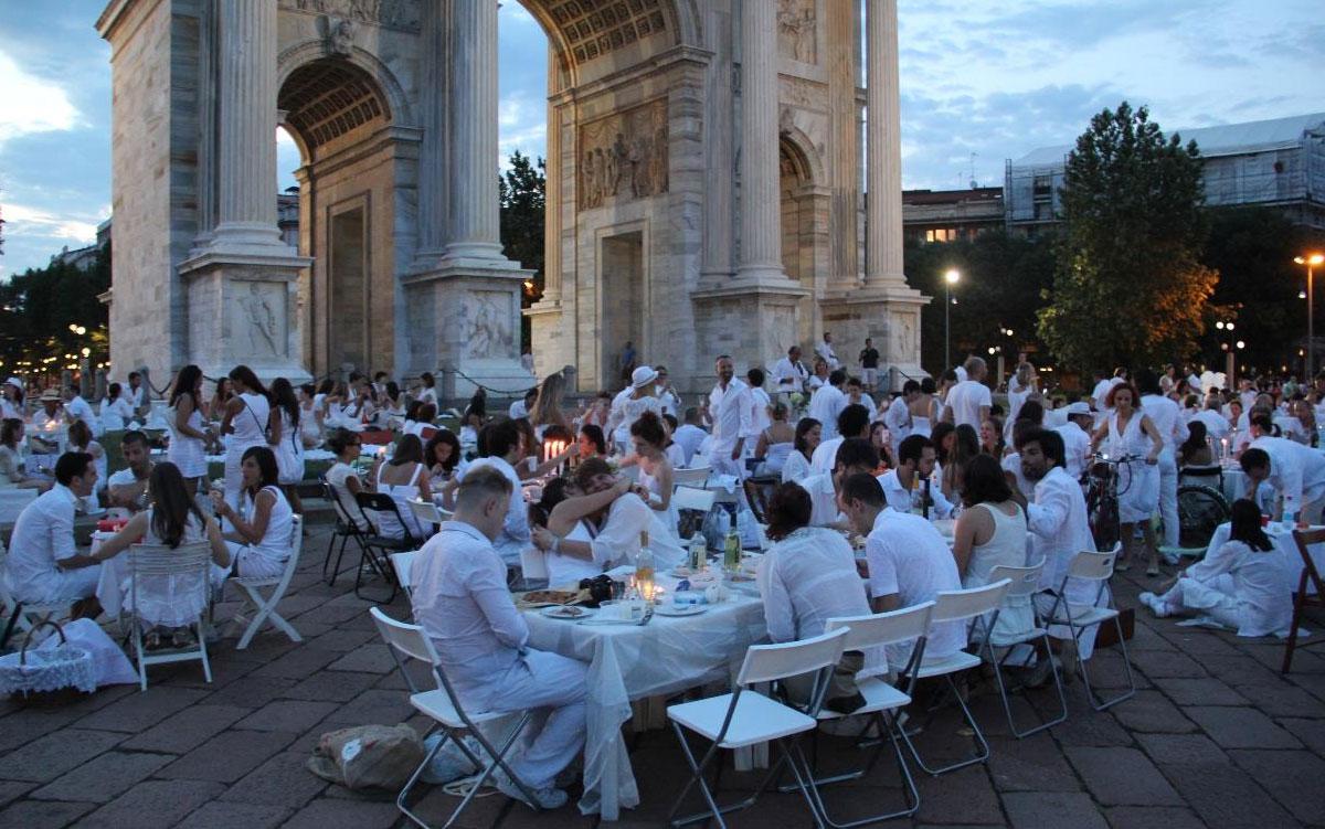 Люди в Милане могут кушать где угодно