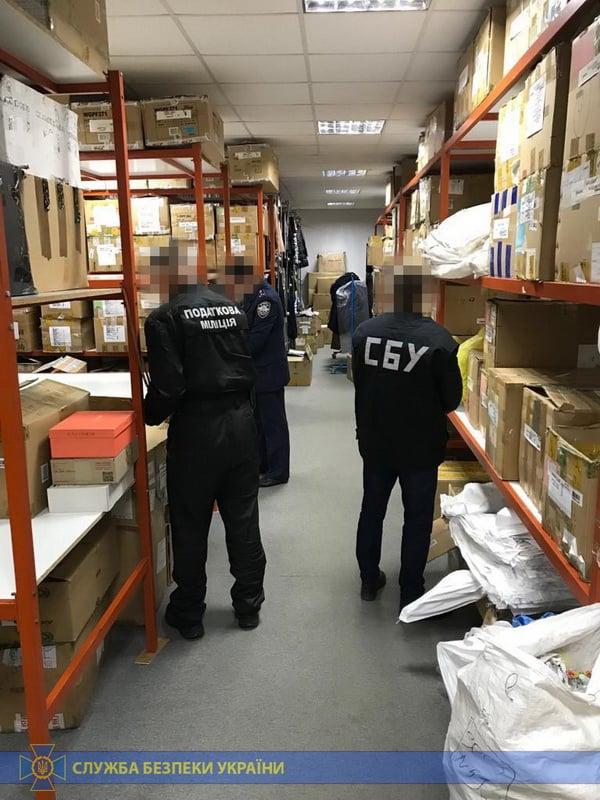 СБУ разоблачила схему контрабанды одежды
