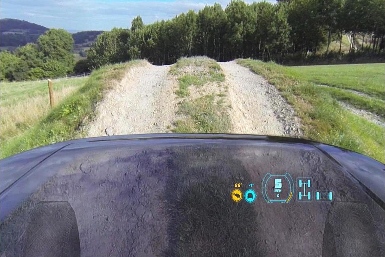 Прозрачный капот от Land Rover