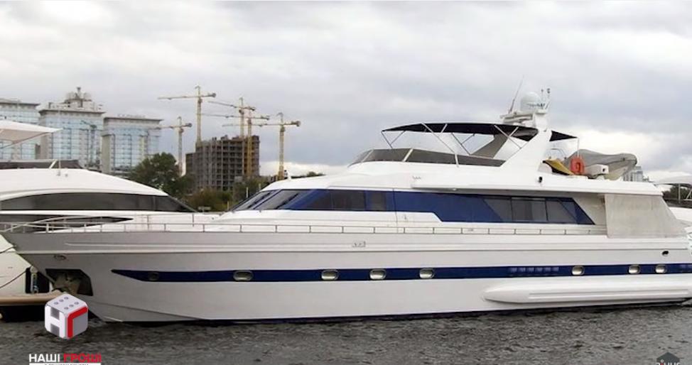 Александр Третьяков влаеет яхтой Falcon 80
