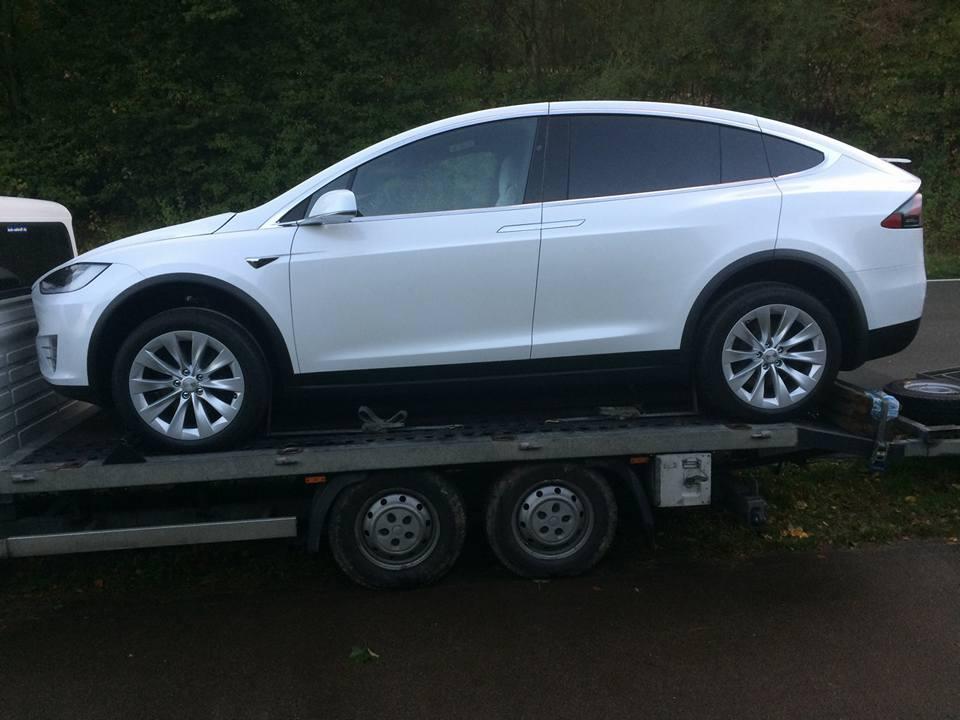 Судя по фото, автомобиль только-только прибыл в Украину