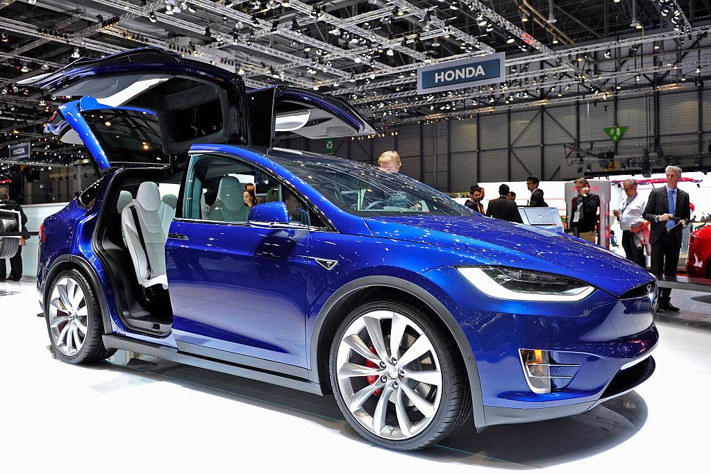 Tesla Model X в некоторых автосалонах может обойтись в 180 тысяч долларов