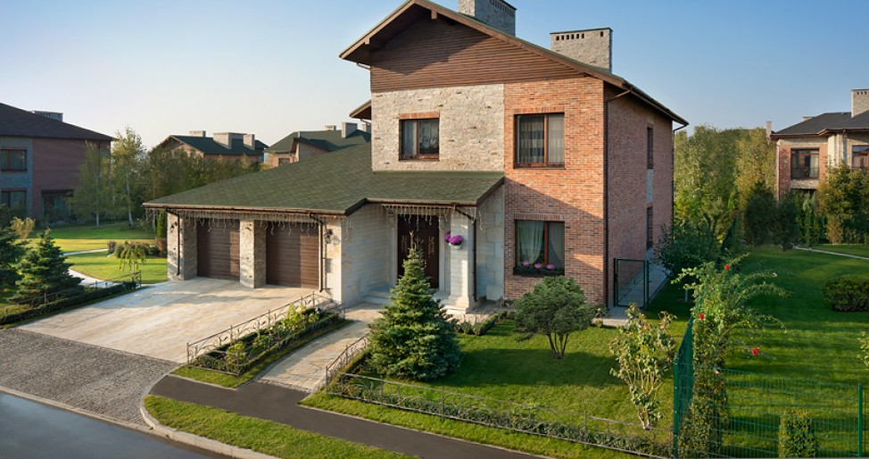 Недвижимость находится в элитном коттеджном городке Солнечная долина