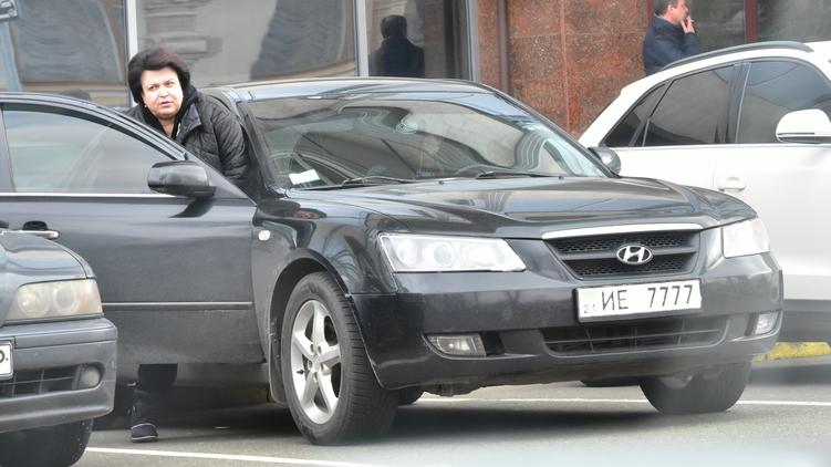 Ефремова садится в автомобиль