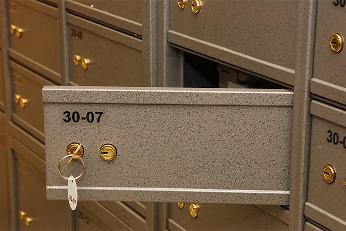 применения при каких случаях могут вскрыть ячейку в банке принято называть