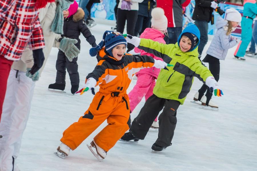 Детям нравится кататься на коньках