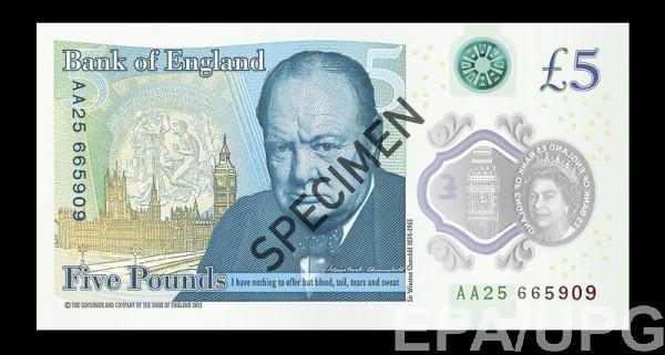 На 5-ти фунтах из пластика изображен портрет Уинстона Черчилля